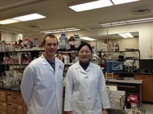 陶博士在美国实验室从事研究工作